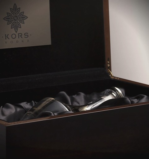 Kors Luxury Walnut Box With Velvet And Silk